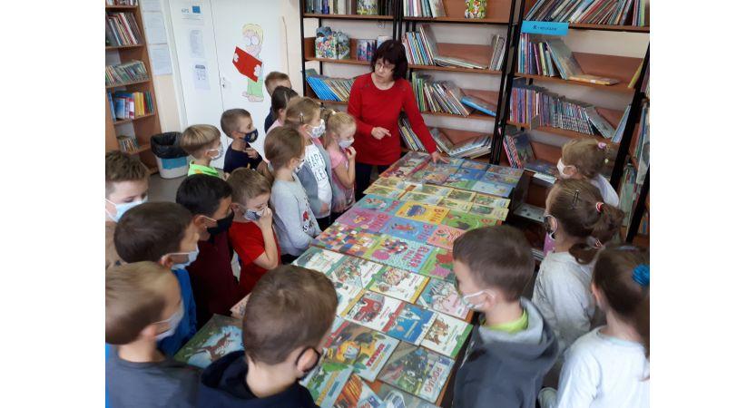 Read more about the article Pierwszaki w bibliotece szkolnej